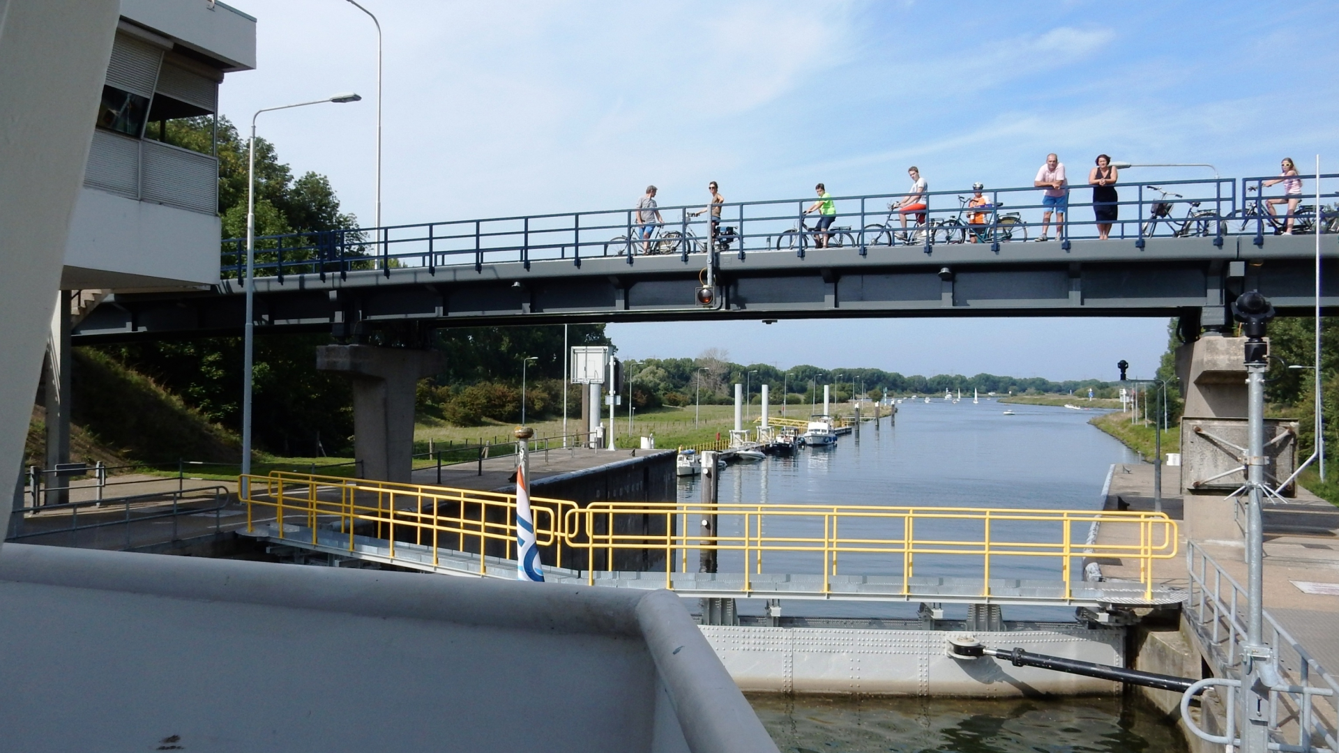 Experience a lock passage this summer!